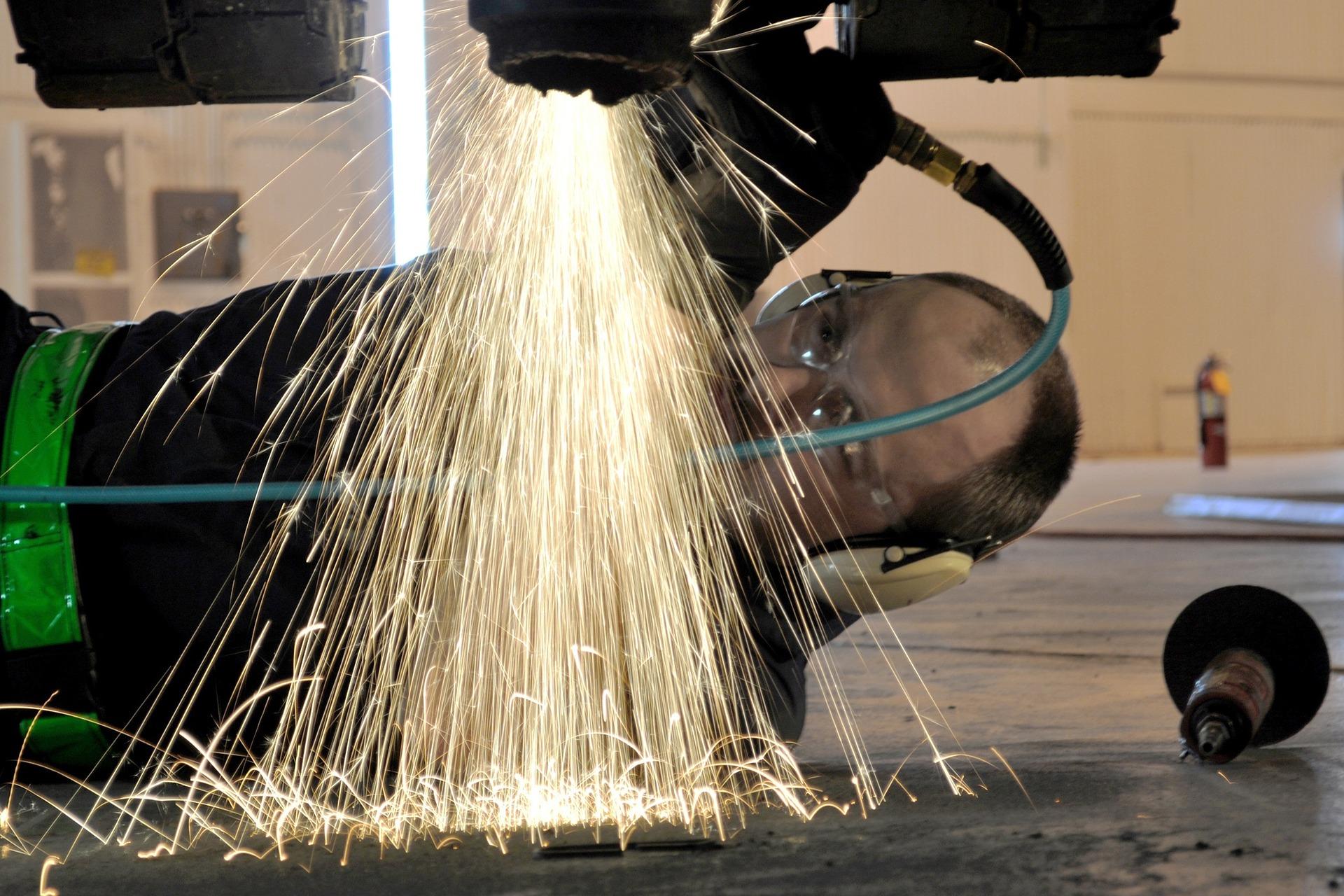 métier-mécanicien-aéronautique-industrie